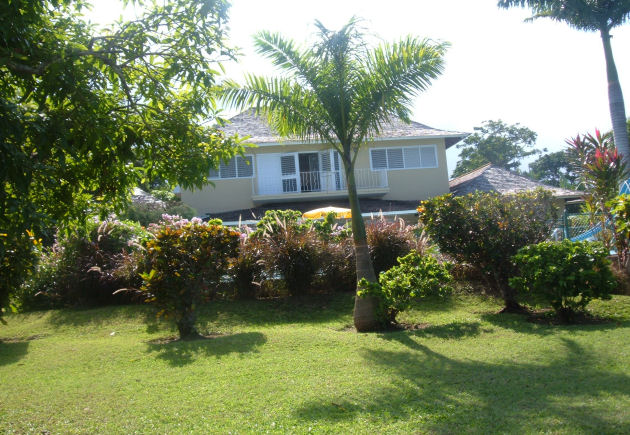 jamaica villa rental front garden photo